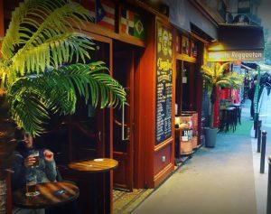 Entrée-du-bar-bachata-de-la-huchette-à-Paris-bistrot-27-bistrot-de-la-huchette